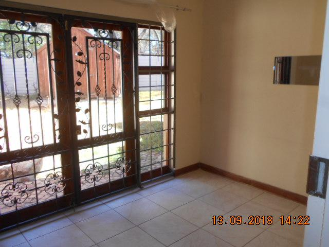 Property For Sale in Northcliff, Johannesburg 8